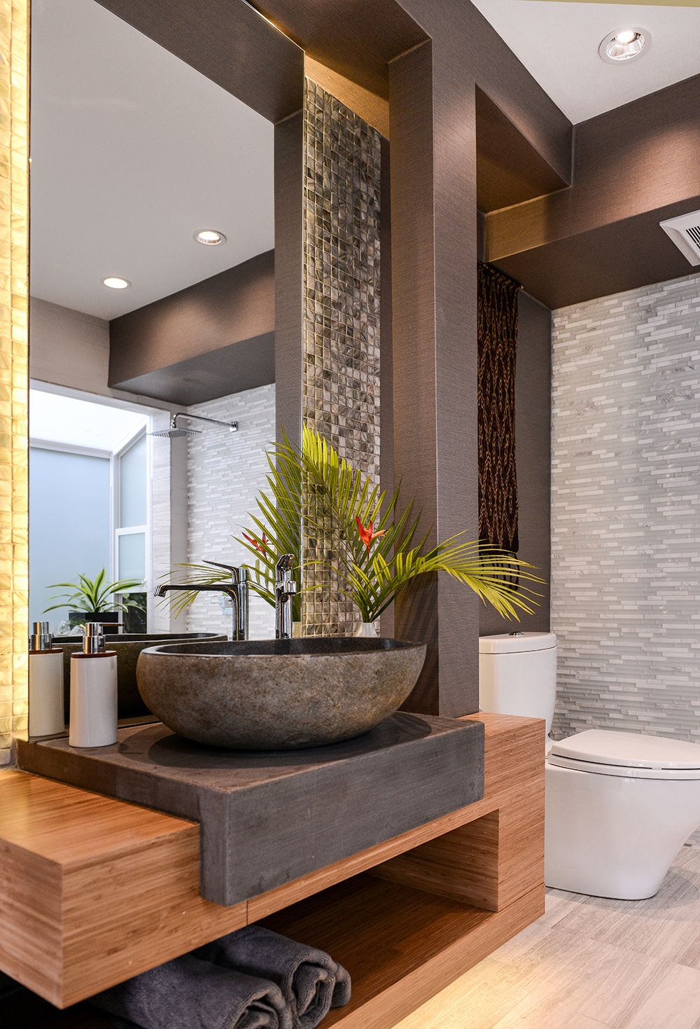 LOVE THIS FABULOUS LOOKING BATHROOM WITH STONE