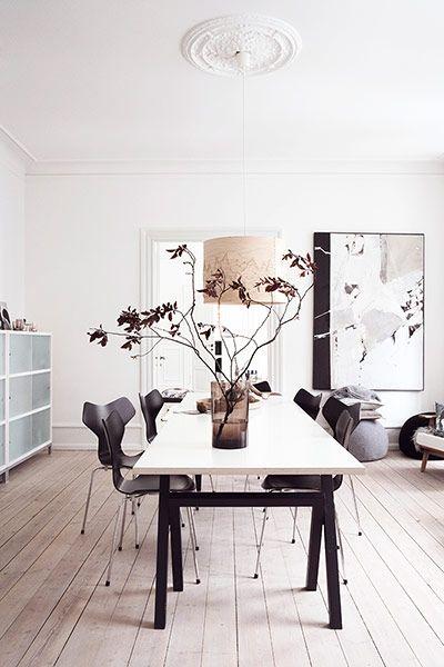 Ikeasta pöydän alaosa, yläosa erikseen Bunningsista 2 levystä.