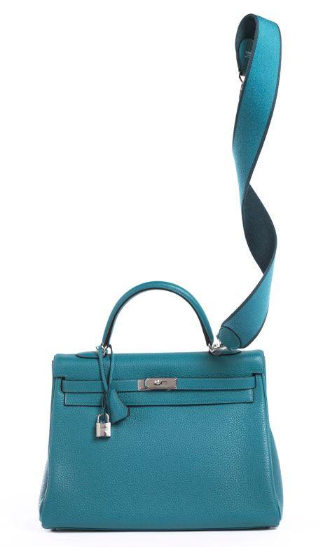 24 x 35 x 12 cm. 2014. Türkisfarbene Taurillon Clemence Lederhandtasche mit  Palladiumbeschlägen. Lederinnenraum mit einem Reißverschluss- und zwei. 915458001ec82