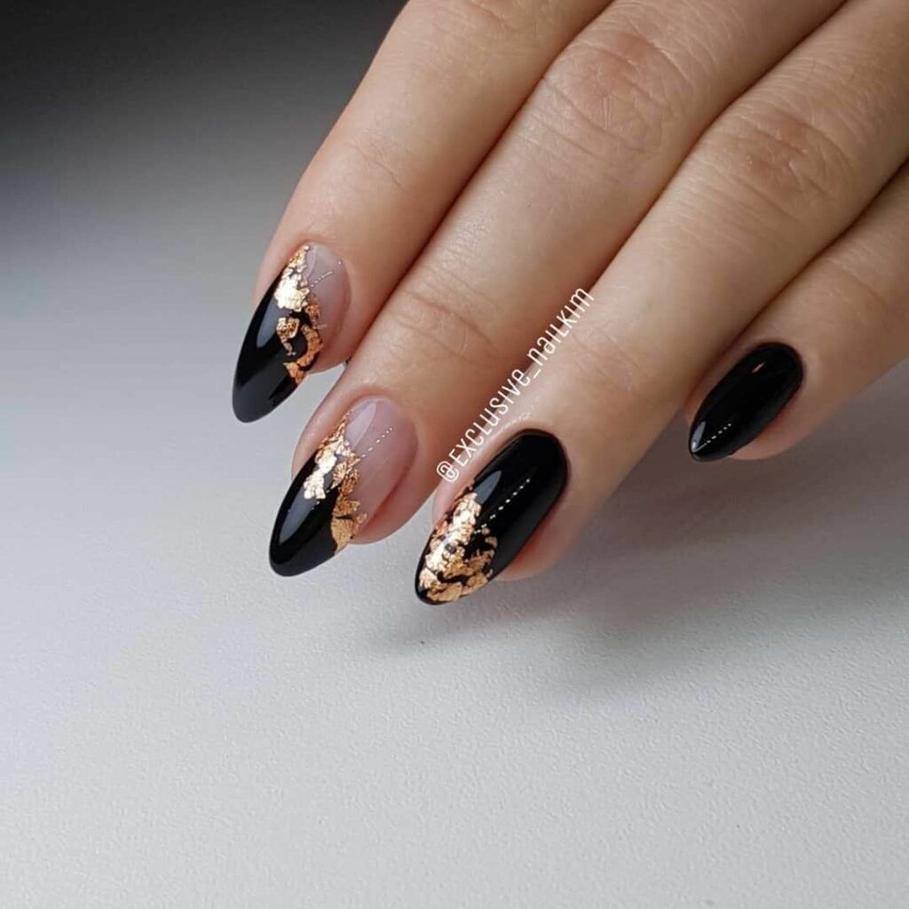 35 Fabulous Black Nail Designs For Ladies Black Nails Are Versatile Striking And Most Of All Fun Black Nail Designs Fall Nail Art Designs Fall Nail Art