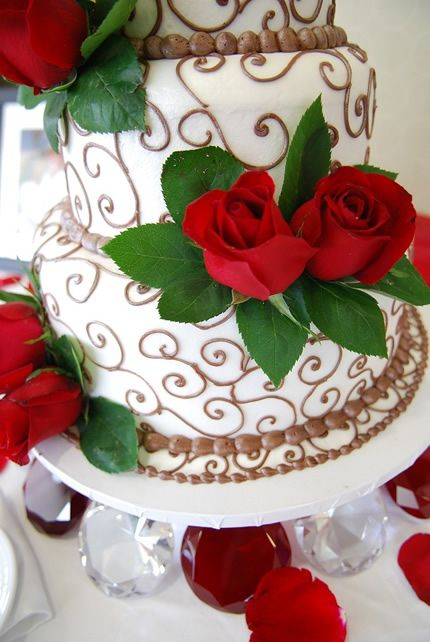 The Grove Pastry Shop is located in Lemon Grove, San Diego. They specialize in specialty cakes and have won awards from TheKnot and WeddingWire. Check out their website to see all the amazing things they can do with fresh ingredients and creativity.
