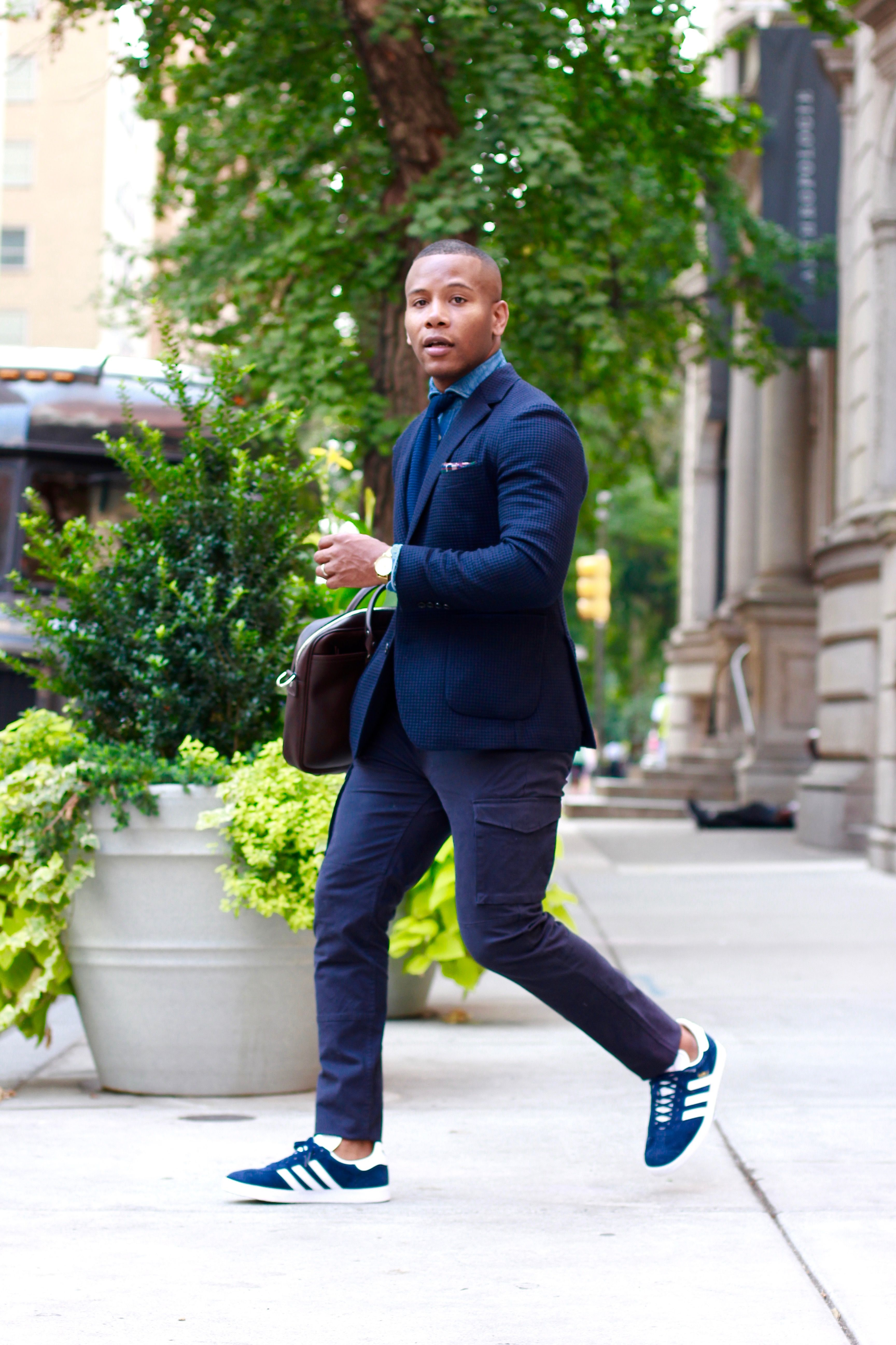 doble dividendo Talla  Sabir M. Peele of @mensstylepro rocking @adidas gazelle #sneakers c/o  @sizeofficial #menswear #me… | Sneakers outfit men, Suits and sneakers,  Sneakers men fashion