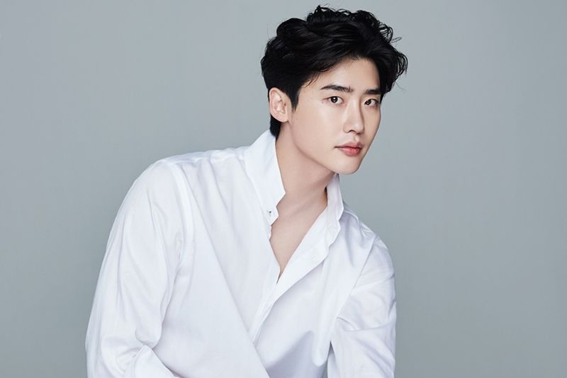All About The Rising Star Korean Actor Lee Jong Suk Profile Net Worth Movies Drama List Plastic Surgery Et Korean Actors Korean Actors List Lee Jong Suk