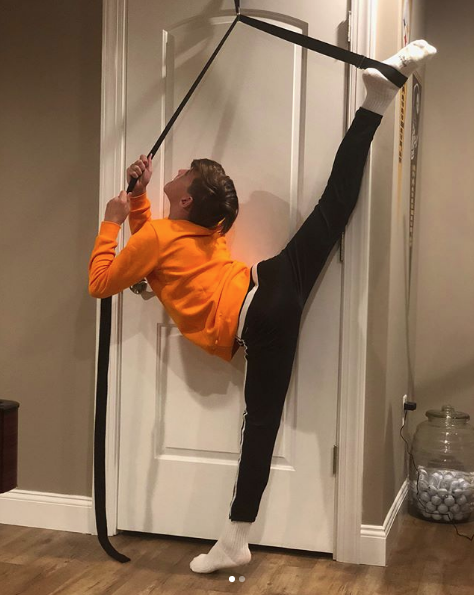 EverStretch Leg Stretcher: Get More Flexible with The Door Flexibility Trainer PRO Premium Stretching Equipment for Ballet MMA Taekwondo /& Gymnastics. Dance