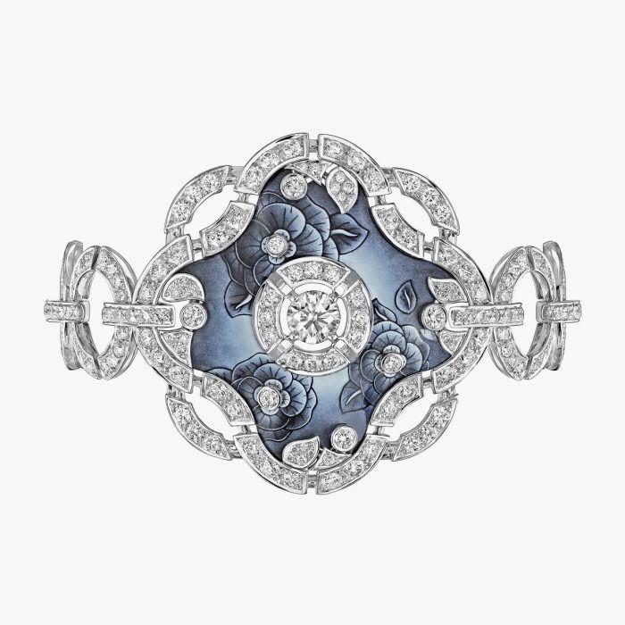 Браслет «Fascinante» с 277 бриллиантами и эмалью от Chanel.
