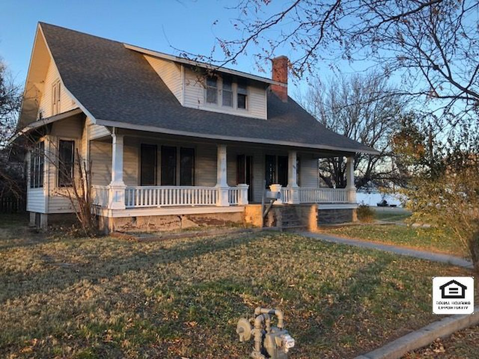 1922 Craftsman Oberlin Ks 38 400 Old House Dreams Old House Dreams Historic Homes For Sale Victorian Homes Exterior