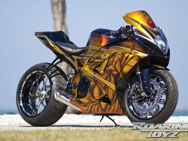 Suzuki-GSXR-1000-Roaring-Toyz