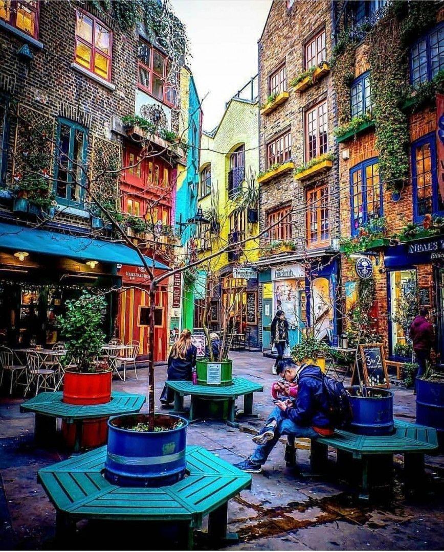 Neal's Yard é o jardim secreto de Londres. O lugarzinho, colorido e aconchegante, fica no coração da cidade e reúne maravilhas do comercio local. Muito amor! <3  Fotos: @kauwpe  #london #thisislondon #visitlondon #visitengland #london_only #londoncalling #england #igersengland #unitedkingdom #europe #cityscape #cityview #coventgarden #ig_europe #europe #super_europe #traveladdict #travelphotography #loves_europe #travel #architecturelovers #architecture #archilovers