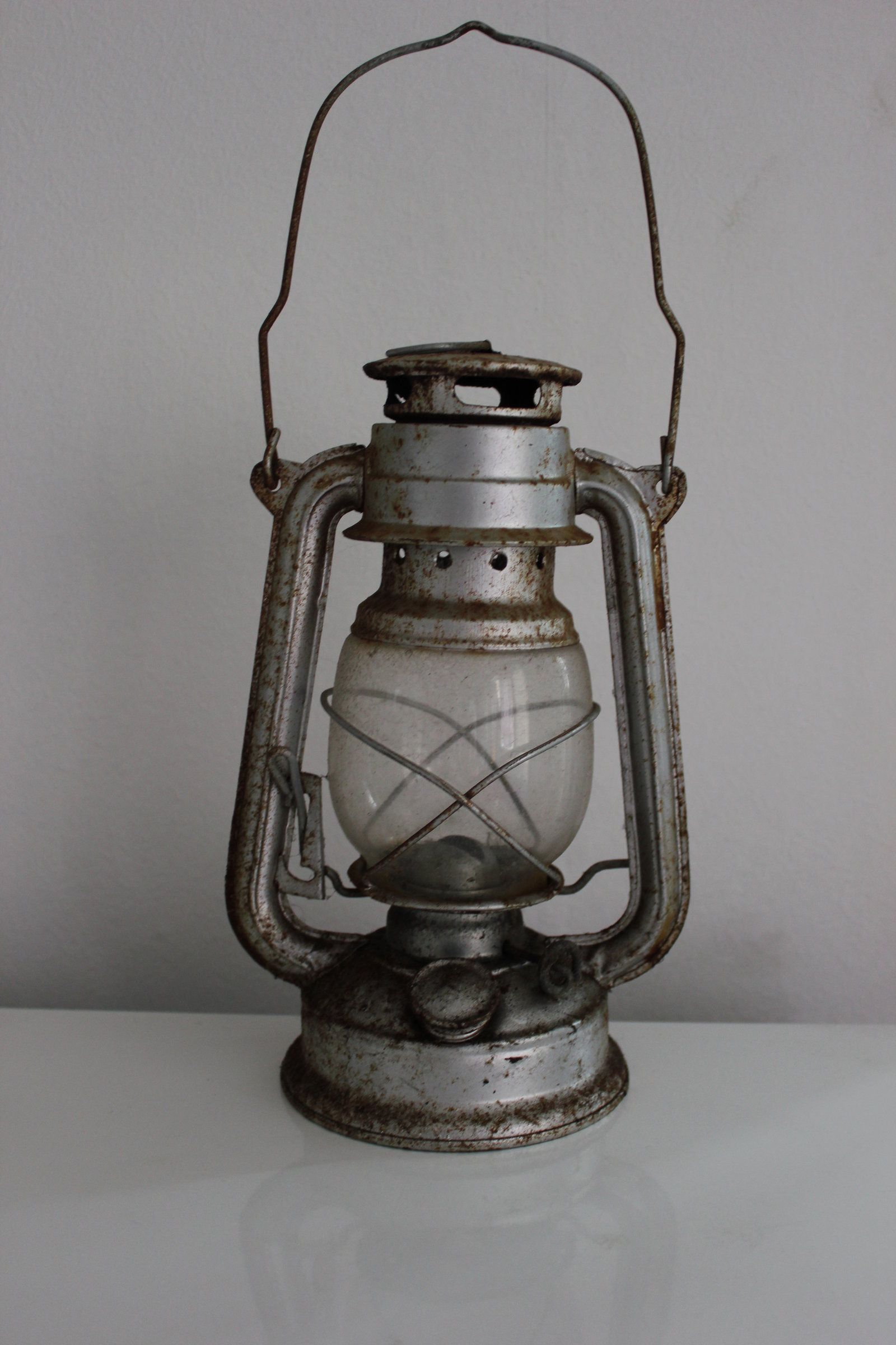 dating kerosene lanterns Large selection of vintage and antique handlan railroad lanterns, caboose marker lights, switch signal lamps and other rare, old handlan lanterns on sale here daily.