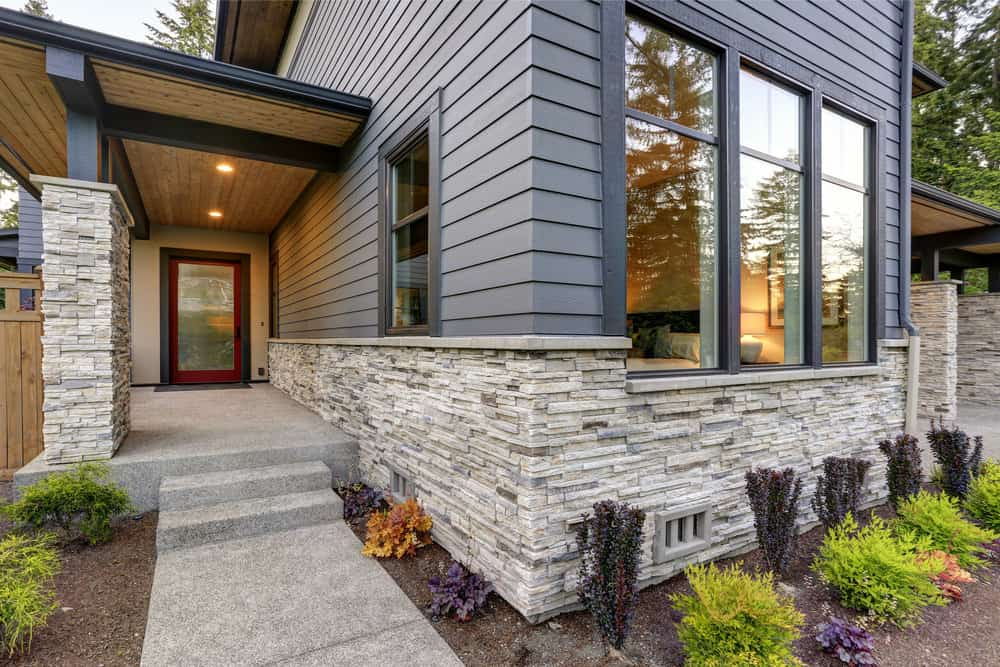 An Introduction To Stone Veneer Siding In 2020 Exterior Brick Brick Siding Exterior Stone