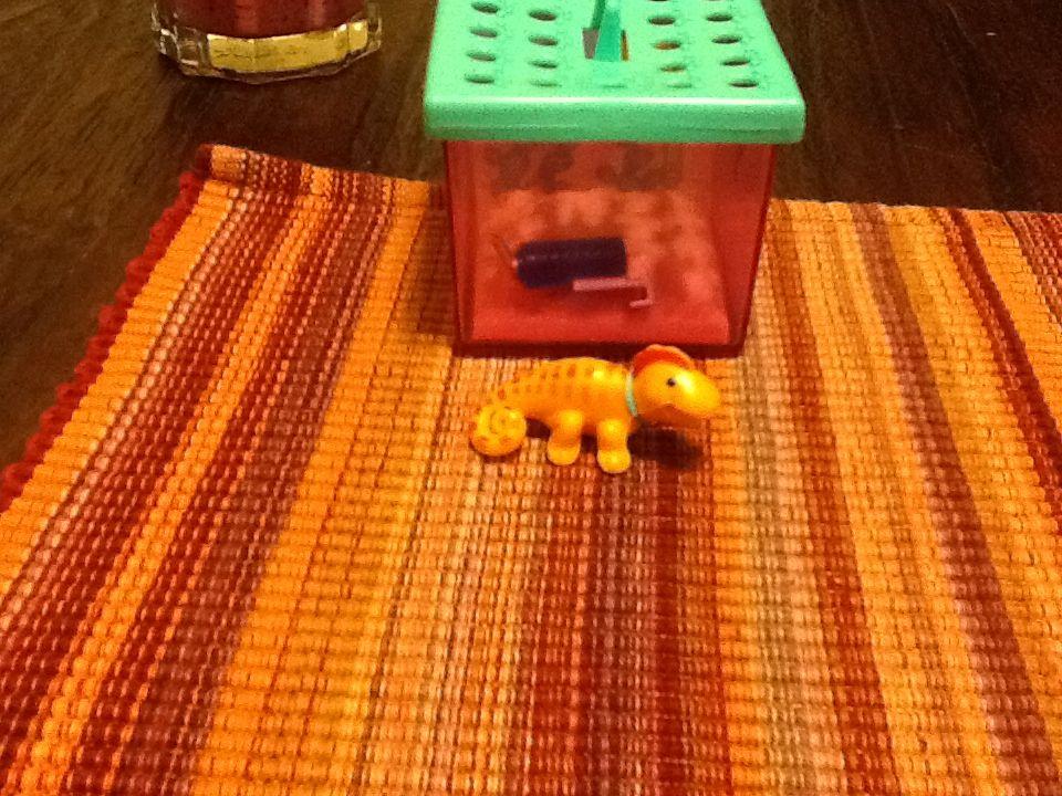 My littlest pet shop. Racing lizard with desert den