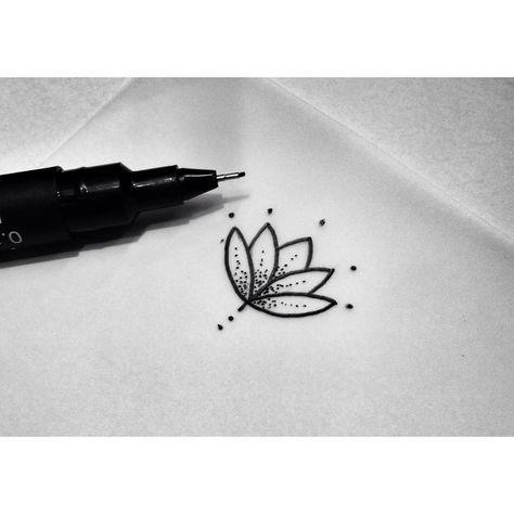 Coup De Coeur Petite Fleur De Lotus Dotwork Tatouage Point