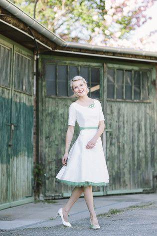 Brautkleid kurz, mit Ärmeln | Wedding dress, Wedding and Weddings