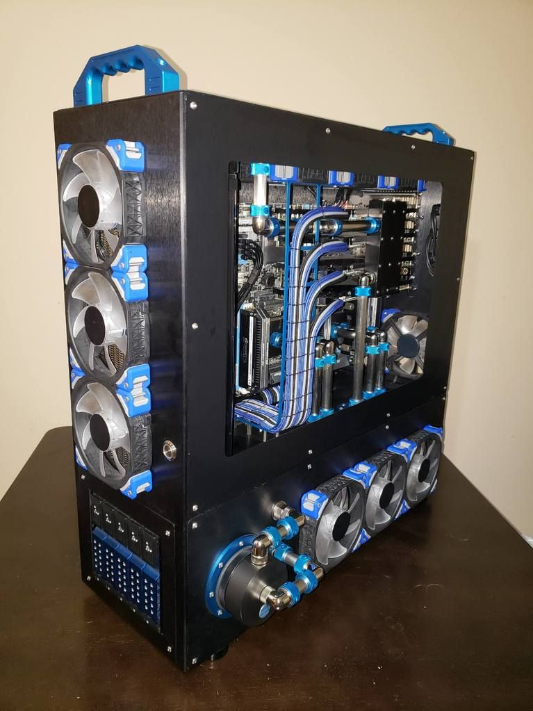 Moonroverer Creates A Best Of A Gaming Pc In This Large Atx Tower Made By Mountain Mods It S The Pinnacle 24 Server Tower Great Pc Cases Custom Pc Gaming Pc