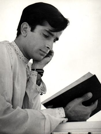 I wonder what he's reading #ShashiKapoor | Shashi kapoor, Indian ...