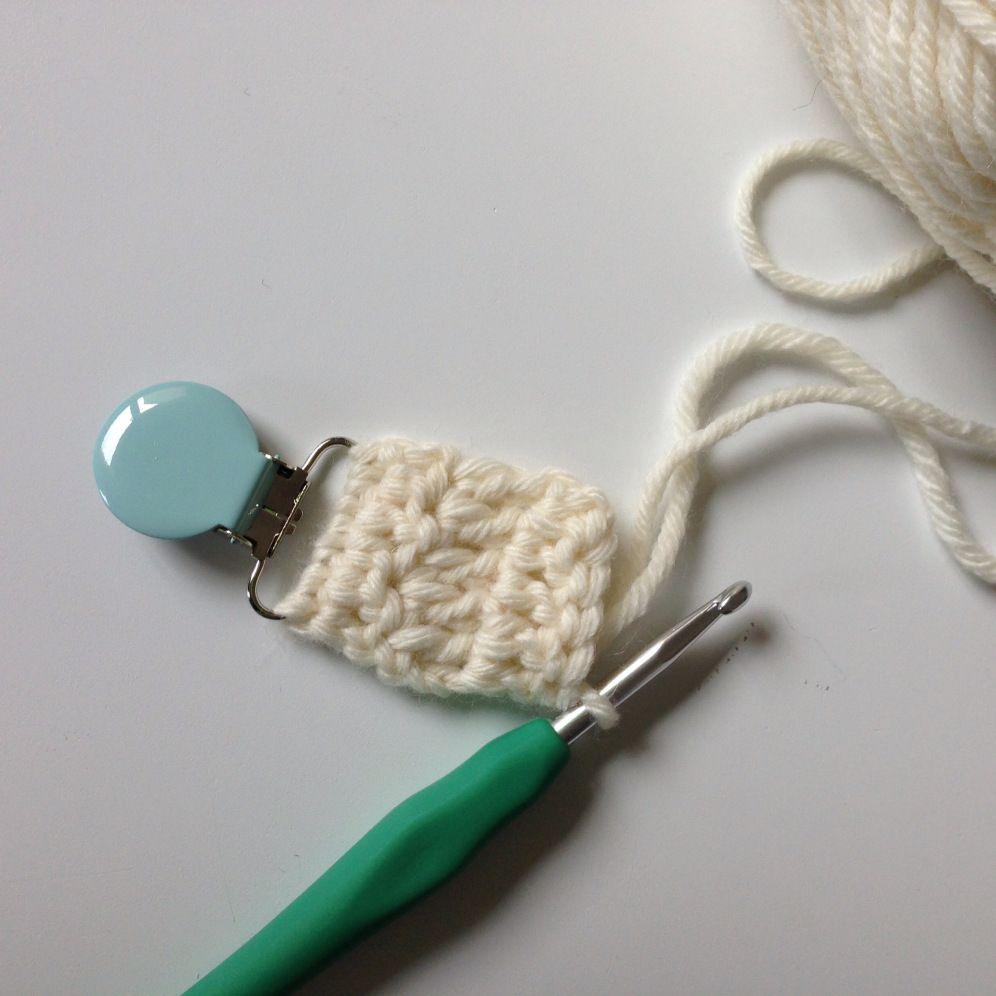 attache t tine en crochet attache tetine pinterest attache t tine t tines et attaches. Black Bedroom Furniture Sets. Home Design Ideas
