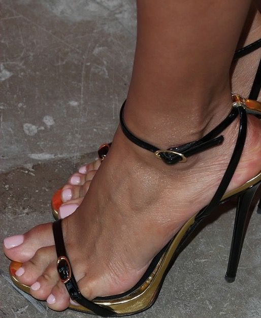 Vanessa hudgens toes confirm