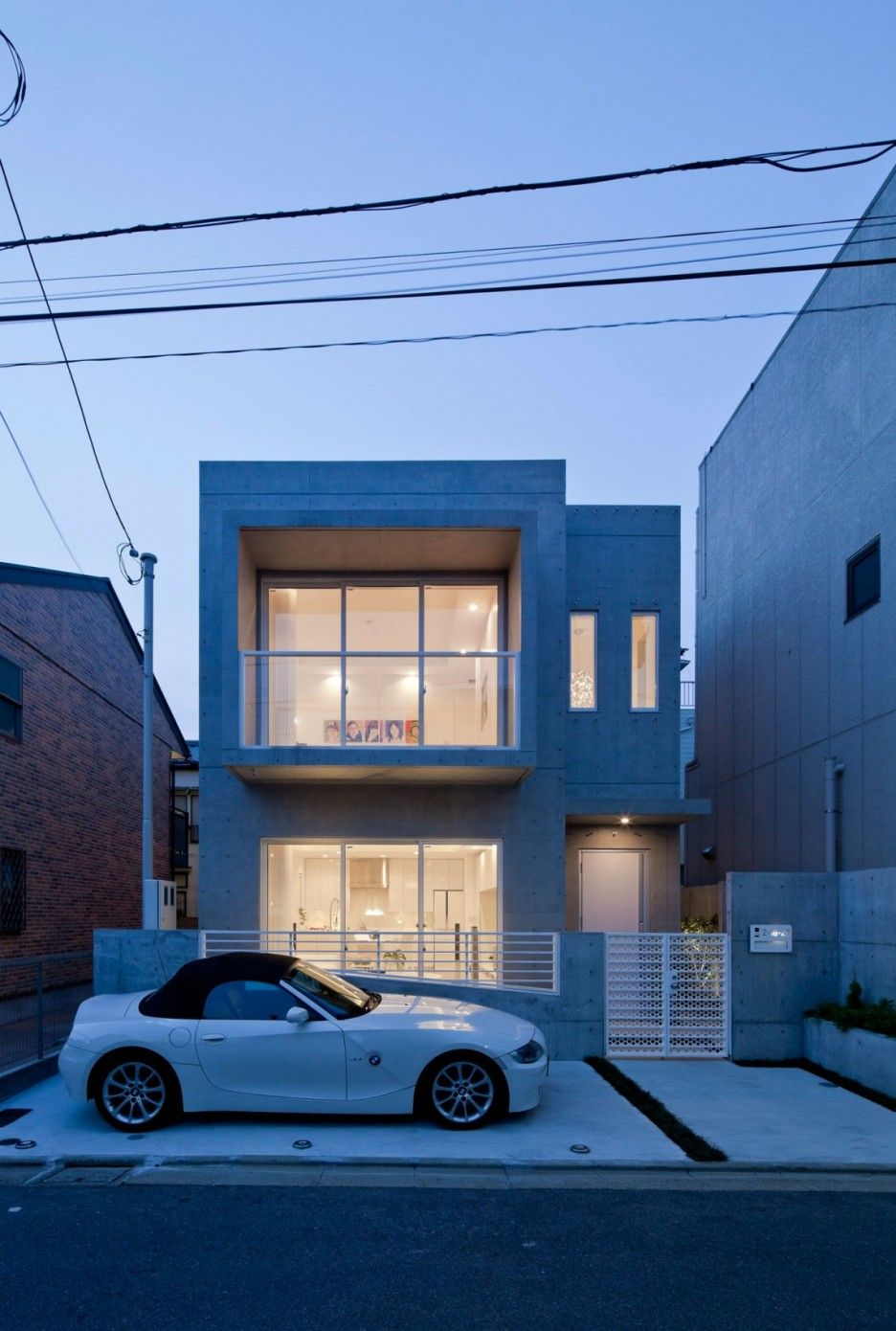 Stunning Modern Design House Decorated Clean Interior: Small Concrete House Modern Zen Design
