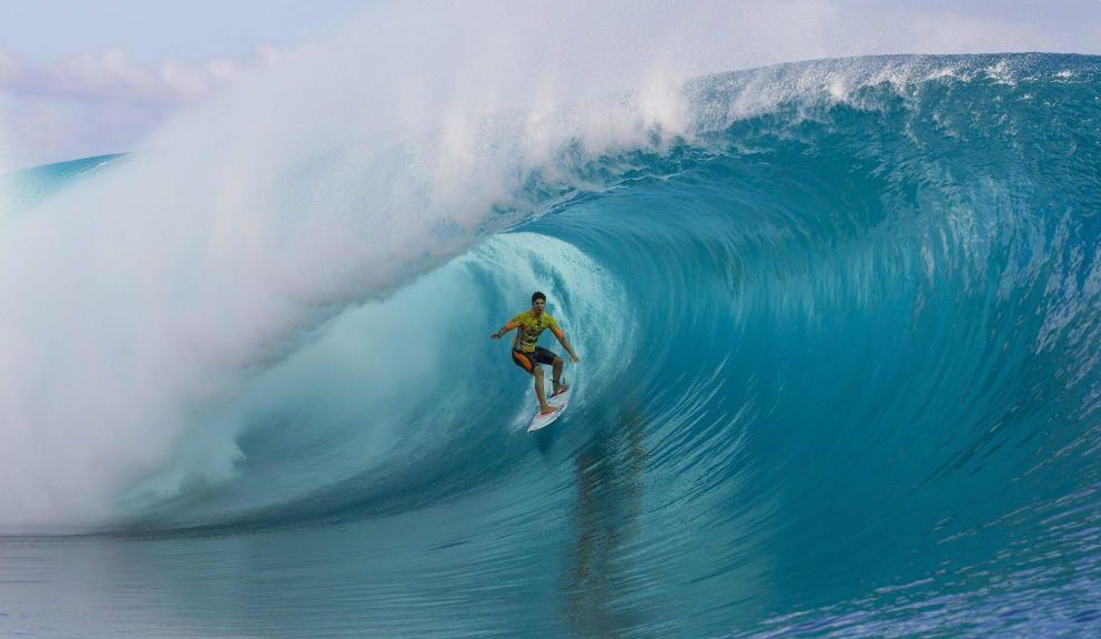 Atrévete a surcar las olas en las mejores playas - http://100playas.com/atrevete-a-surcar-las-olas-en-las-mejores-playas/