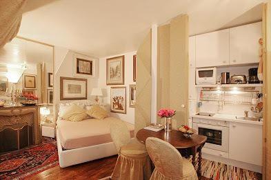 G0312 Rue Chapon: Studio Apartment In Paris With Balcony