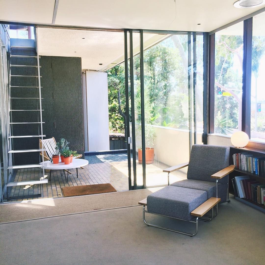 """""""Favorite house and architect ever. Lounge chair designed by Richard Neutra. #vdlhouse #neutra #archdaily #midcenturymodern #losangeles"""""""