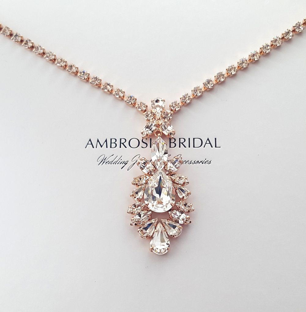 a76a8a5385ef2 Sultry and stunningly gorgeous - Old Hollywood style drop pendant ...