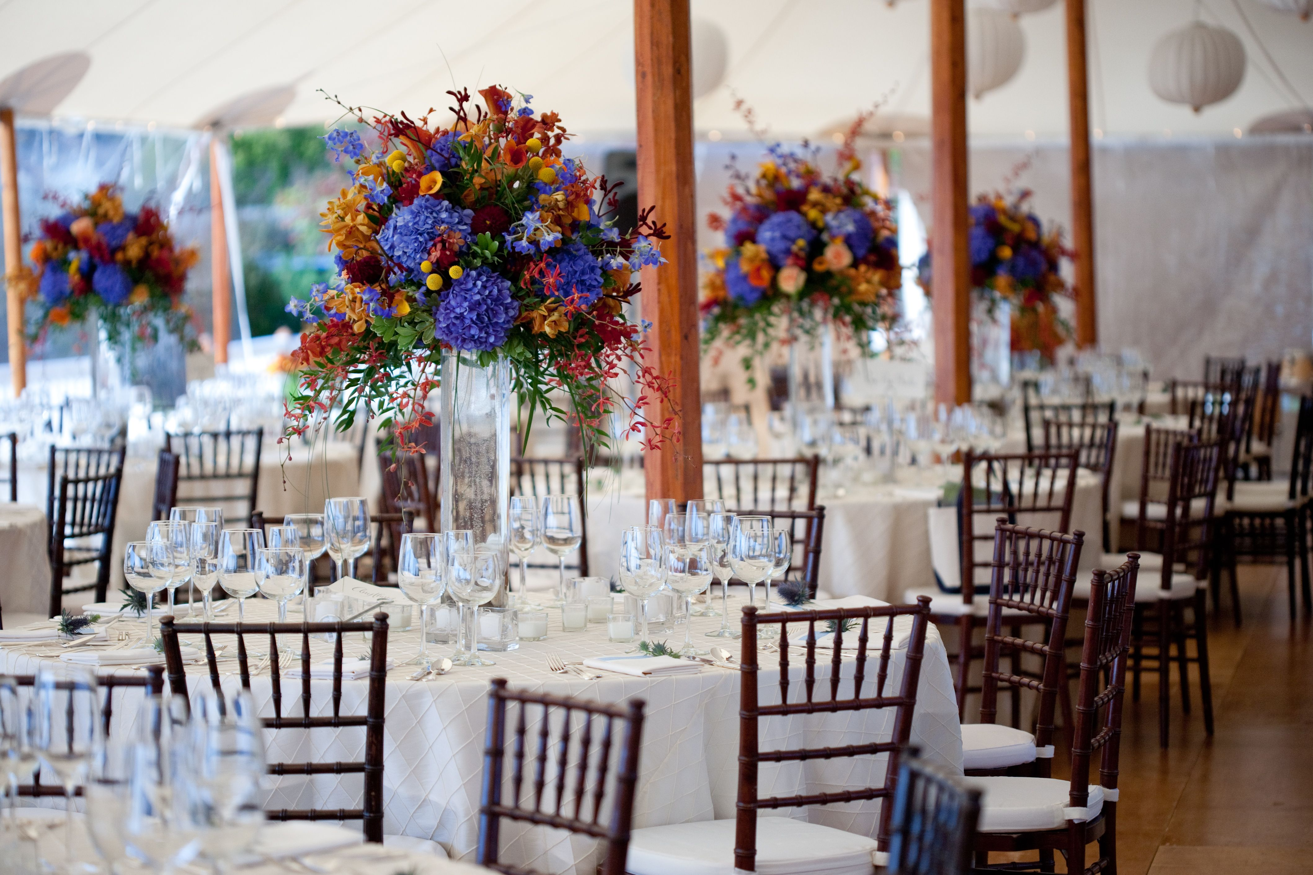 We absolutely love #summer #weddings! Love is in the air ...