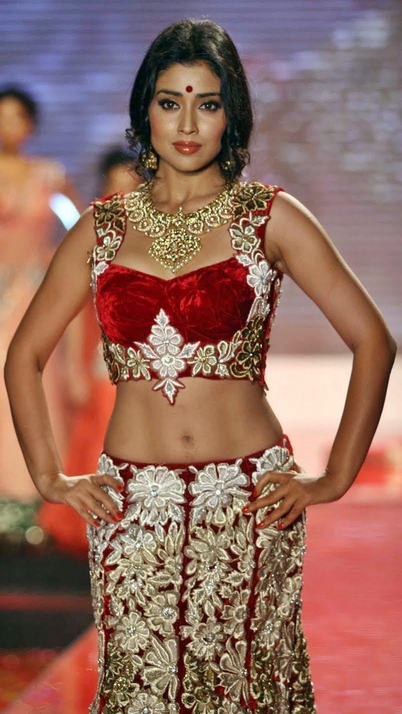 Hot And Sexy Beautiful Actress Shriya Saran Cute Saari Navel Photos And Wallpapers