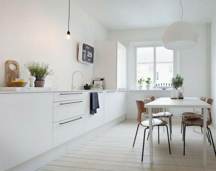 Holzboden in der Küche, elektronische Wanduhr in quadratischer - küchen wanduhren design