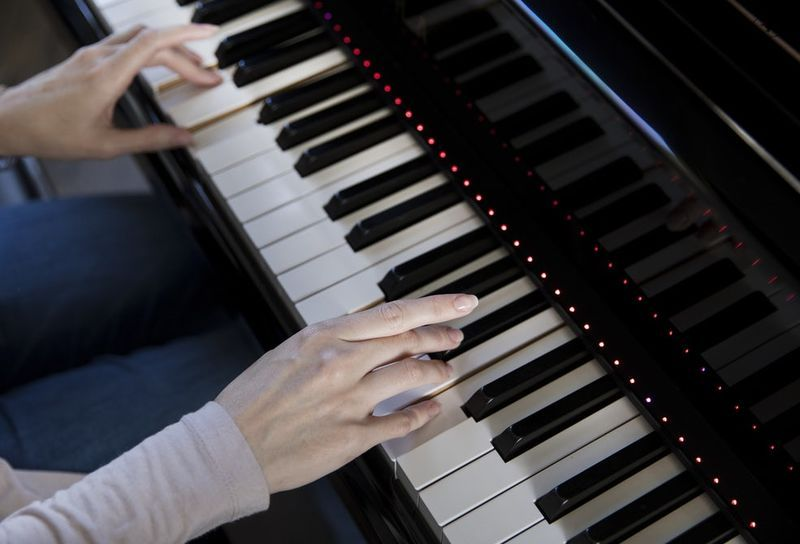 assistive smart piano systems 88 key keyboard and pianos