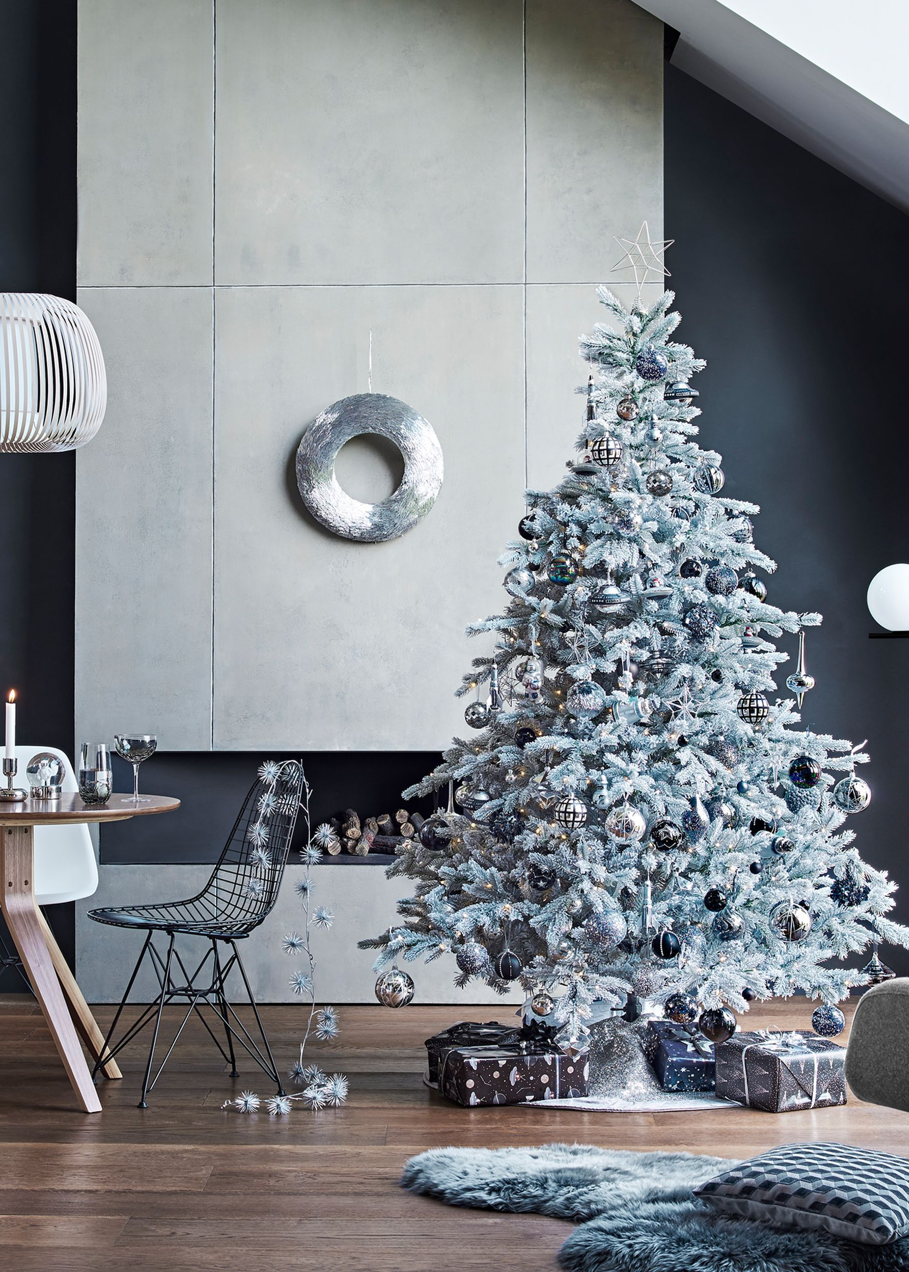 Want A Christmas Tree That Looks Like It S Landed In Your Living Room Straight Best Artificial Christmas Trees Christmas Tree Christmas Themes Decorations