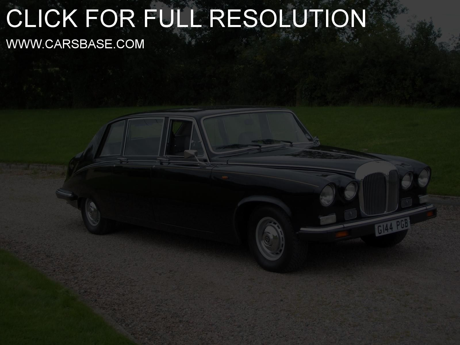 Daimler limo this is a cool limo enjoy much more fabulous