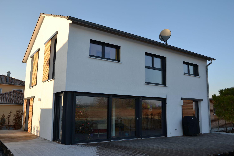 Einfamilienhaus modern holzhaus fensterläden zum schieben aus holz