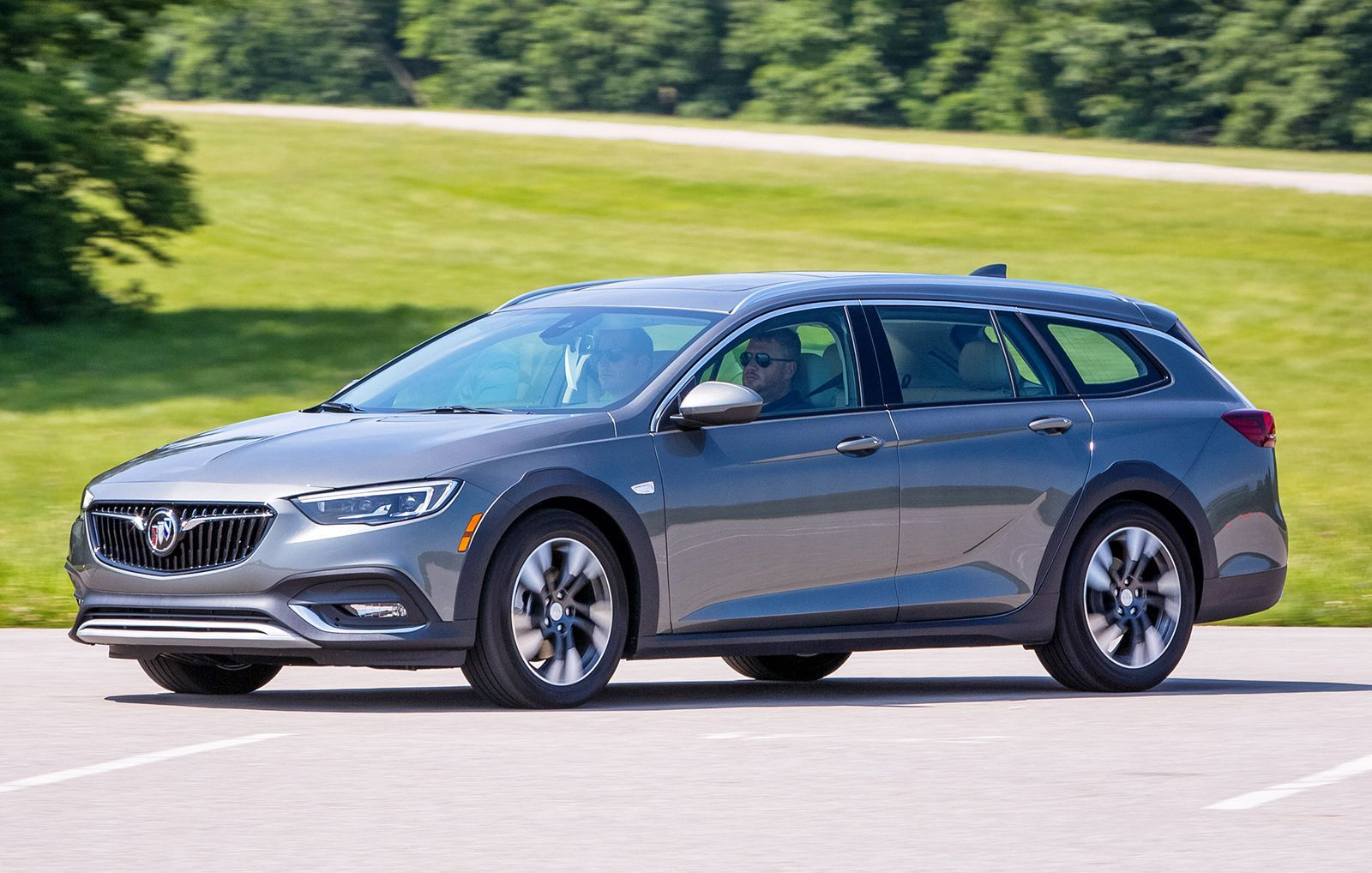 The Buick Regal Tourx Wagon Is Shockingly Awesome Buick Regal Buick Wagon Buick