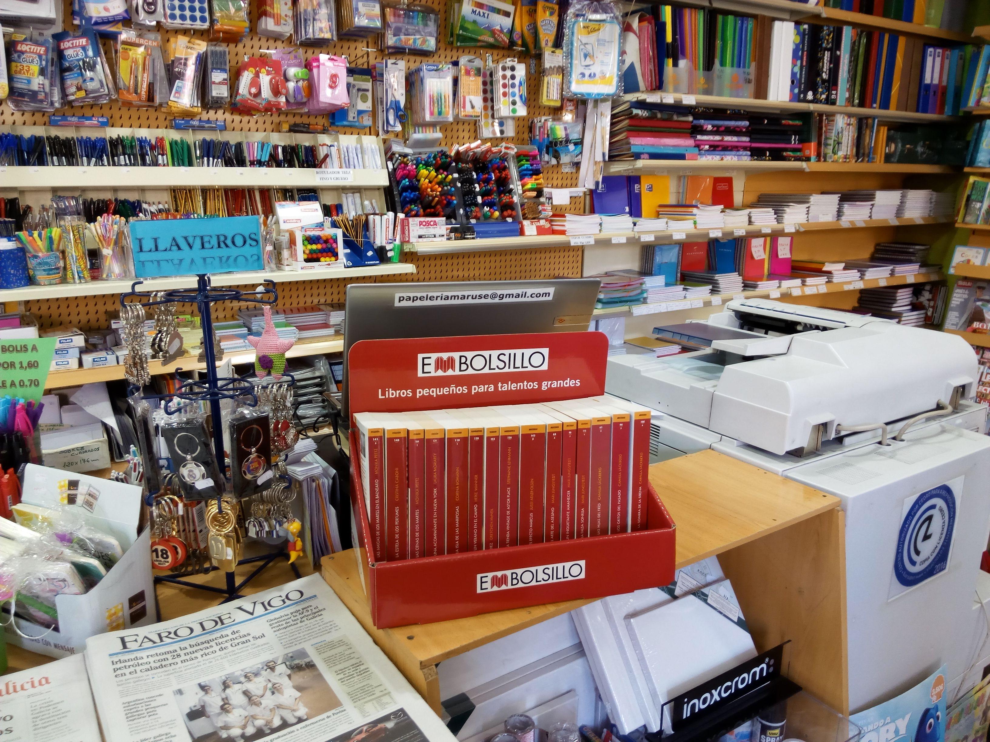 Expositor De Embolsillo En La Libreria Maruse De Vigo