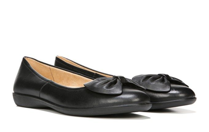 Leather · Naturalizer Women's Fresno Medium/Wide Flat Shoe