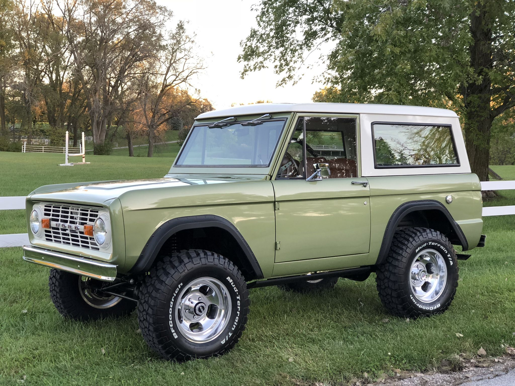 1974 Ford Bronco Awesome Build By Dude S Modern Built Classics In Valdosta Ga Ford Bronco Ford Trucks Classic Trucks
