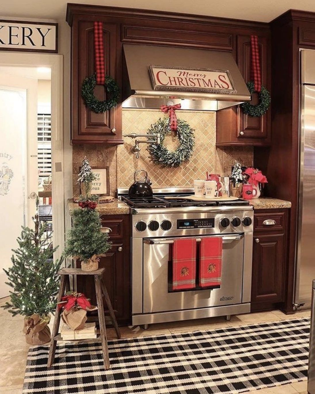 Kitchen Christmas Decorating In 2020 Christmas Kitchen Decor Farmhouse Christmas Decor Christmas Kitchen