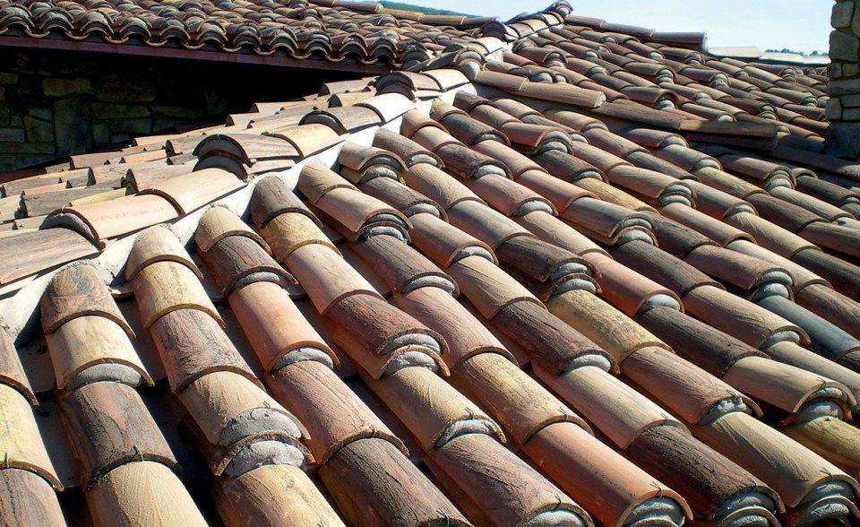 Custom Home With Weepy Mortar Application Laguna Beach Ca Classic Tapered Mission Clay Roof Tile In Custom Ble Tuscan Style Homes Clay Roof Tiles Clay Roofs