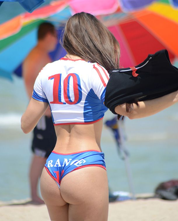 nice women athletes asses in shorts
