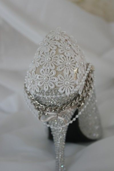 Beautiful size 7 glamorous shoe perfect for any bride ( or you may just really like them you don`t have to be getting married to treat yourself!!!)  ...