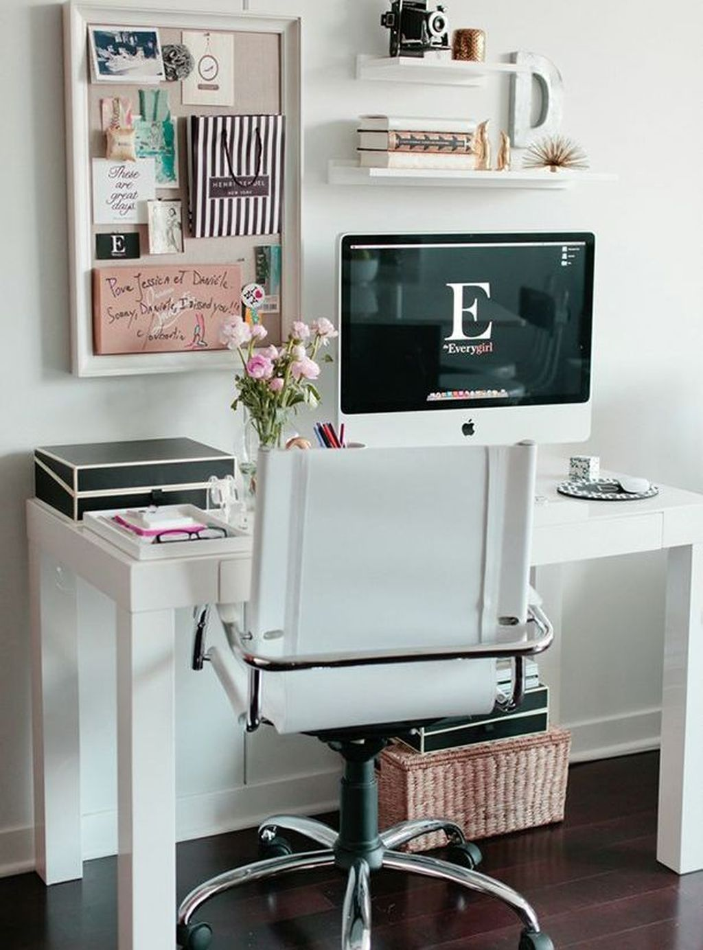49 Beautiful Small Work Office Decorating Ideas With Images