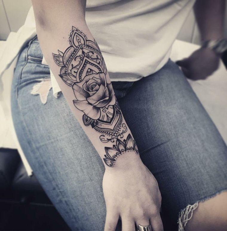 Pin su Tatuaggi femminili