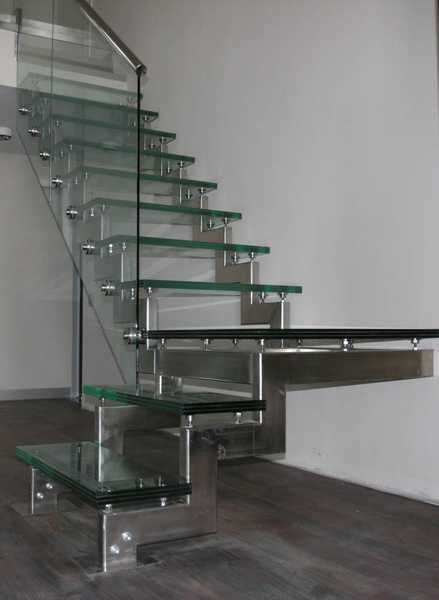Best 33 Glass Staircase Design Ideas Bringing Contemporary 400 x 300