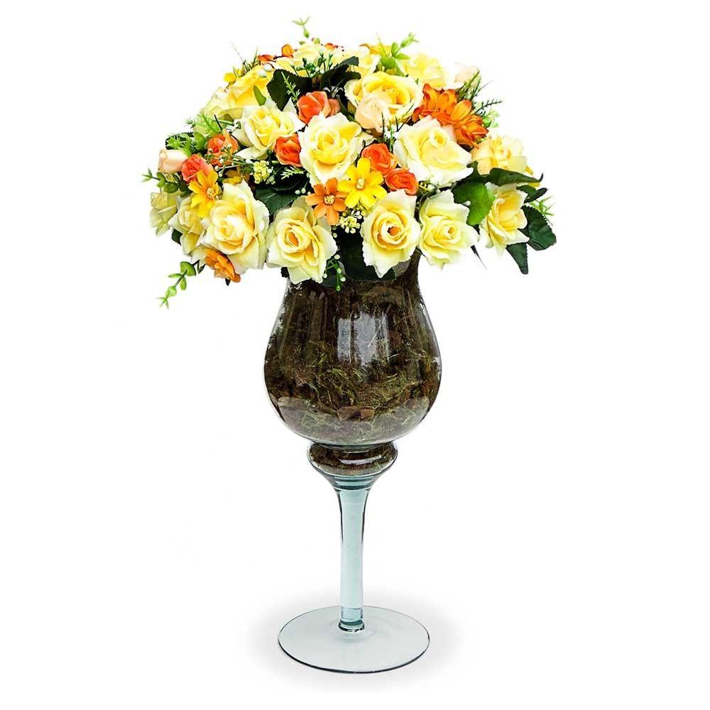 Arranjo De Flores Artificiais Rosas Amarelas Na Taca De Vidro