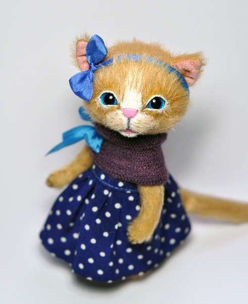 Kitten Mia by Iryna Trushkovska