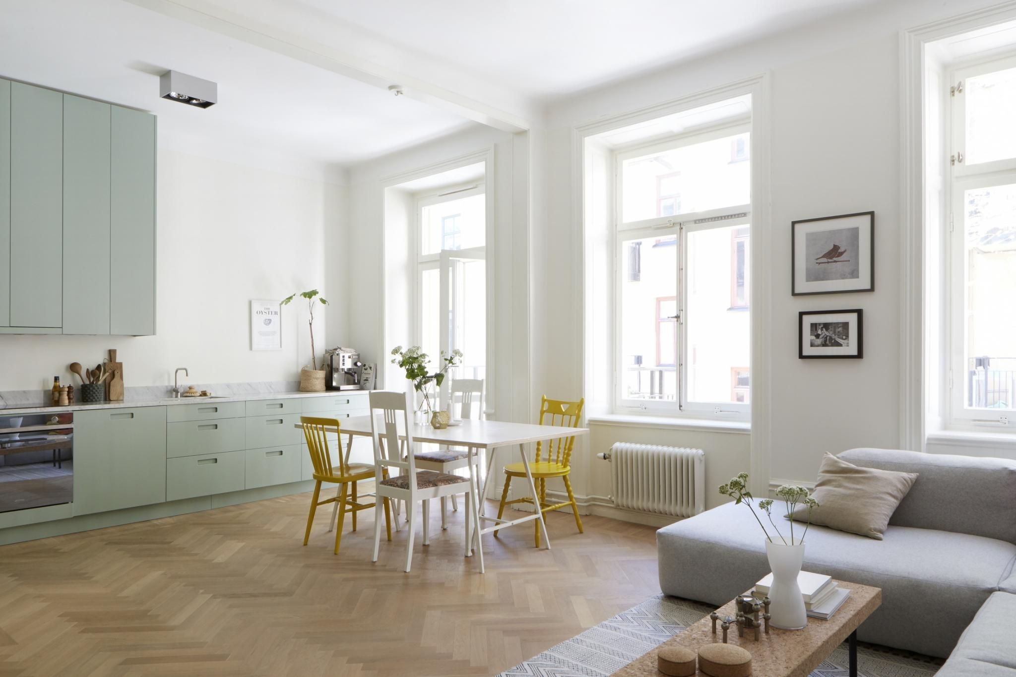 Moderne mintgroene keuken met een marmeren werkblad keuken huis