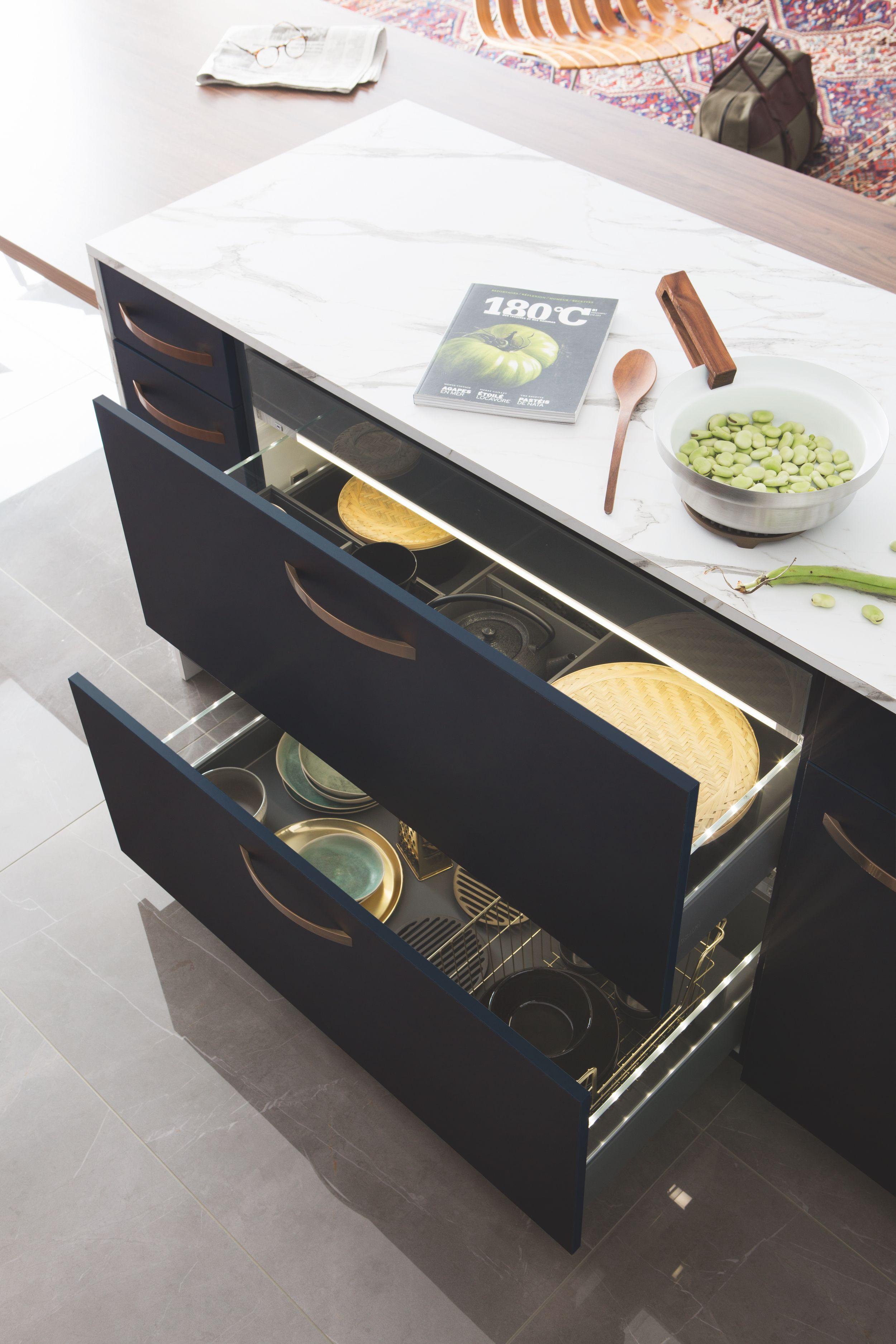 Cuisine Low Cost Mobalpa the combination of midnight blue and walnut detail creates a