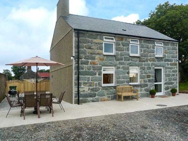Prys Mawr, Criccieth, North Wales and Snowdonia, Wales, Sleeps 6, Bedrooms 3, Pet Friendly Holiday Cottage.