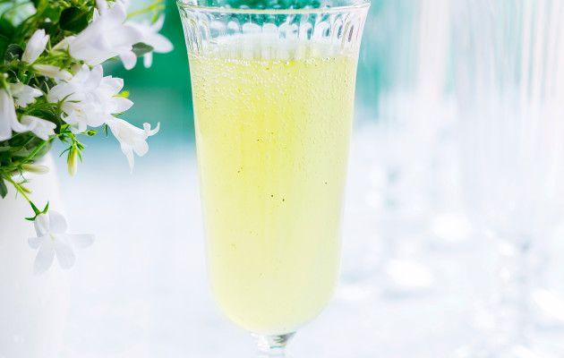 Matchapore on heleänvihreä, kevyesti kupliva juoma, joka sopii vaikka juhlien alkoholittomaksi alkumaljaksi.